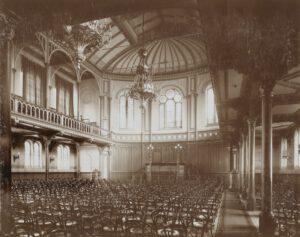 Paradiso - de grote zaal Vrije Gemeente (gezien naar de achtergevel circa 1900)